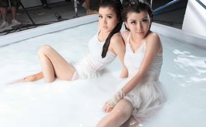 人民娱乐网:By2洗鲜奶浴遭袭击泼面 妹妹Y